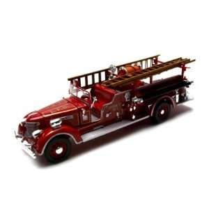 1939 Packard Fire Engine Diecast Truck Model 1/32 Red Toys & Games